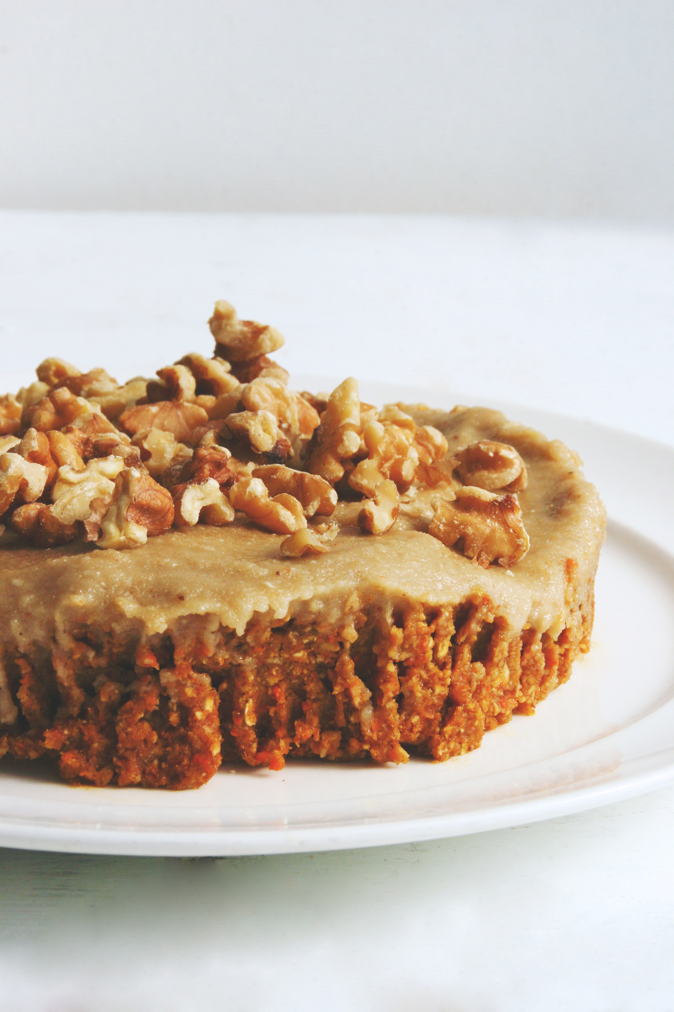 raw vegan carrot cake with cashew cream frosting // raw, vegan, gluten-free, refined sugar-free