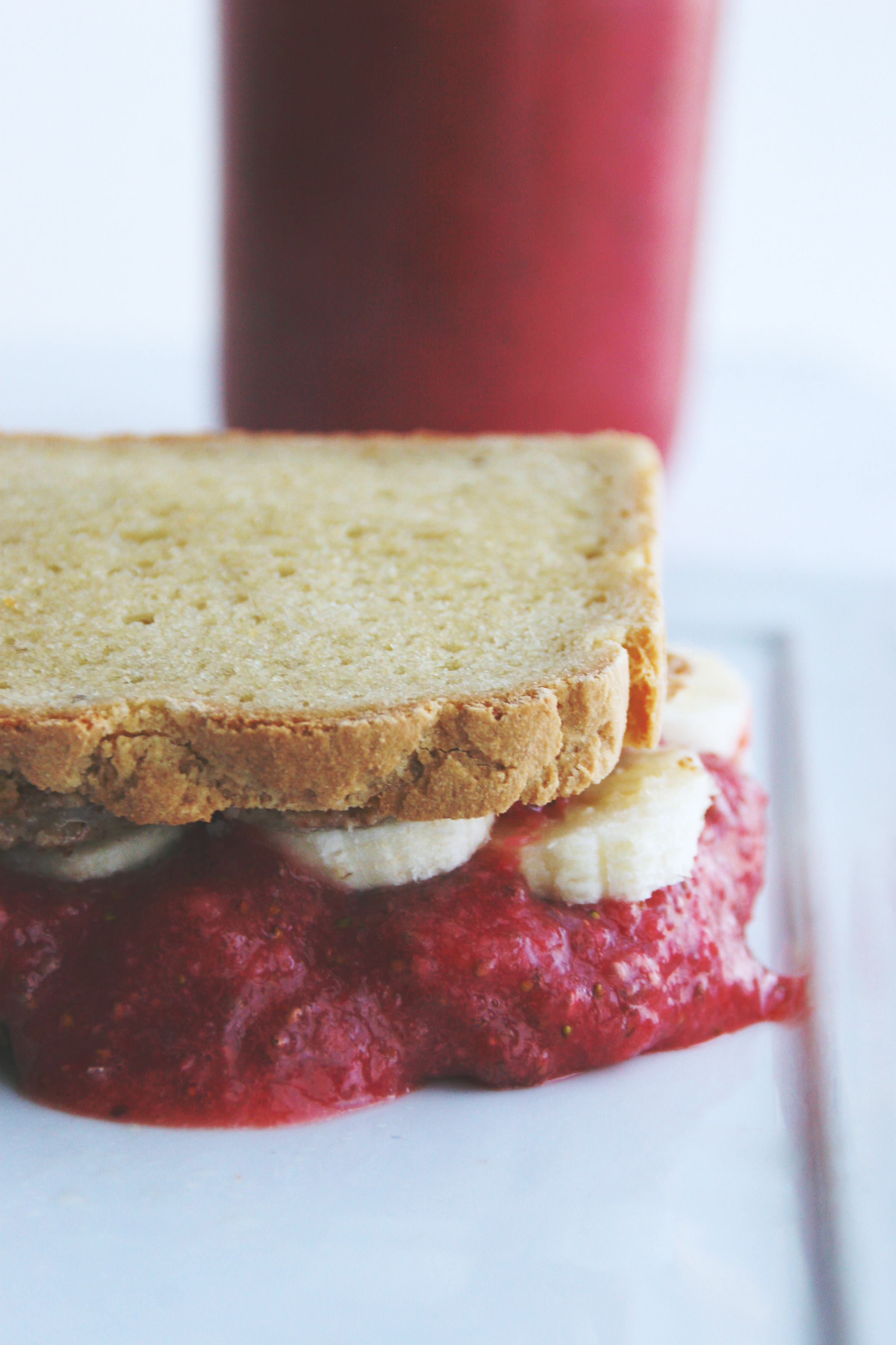 almond butter, banana, & strawberry chia jam sandwich // a simple 5-ingredient lunch perfect for PB&J lovers