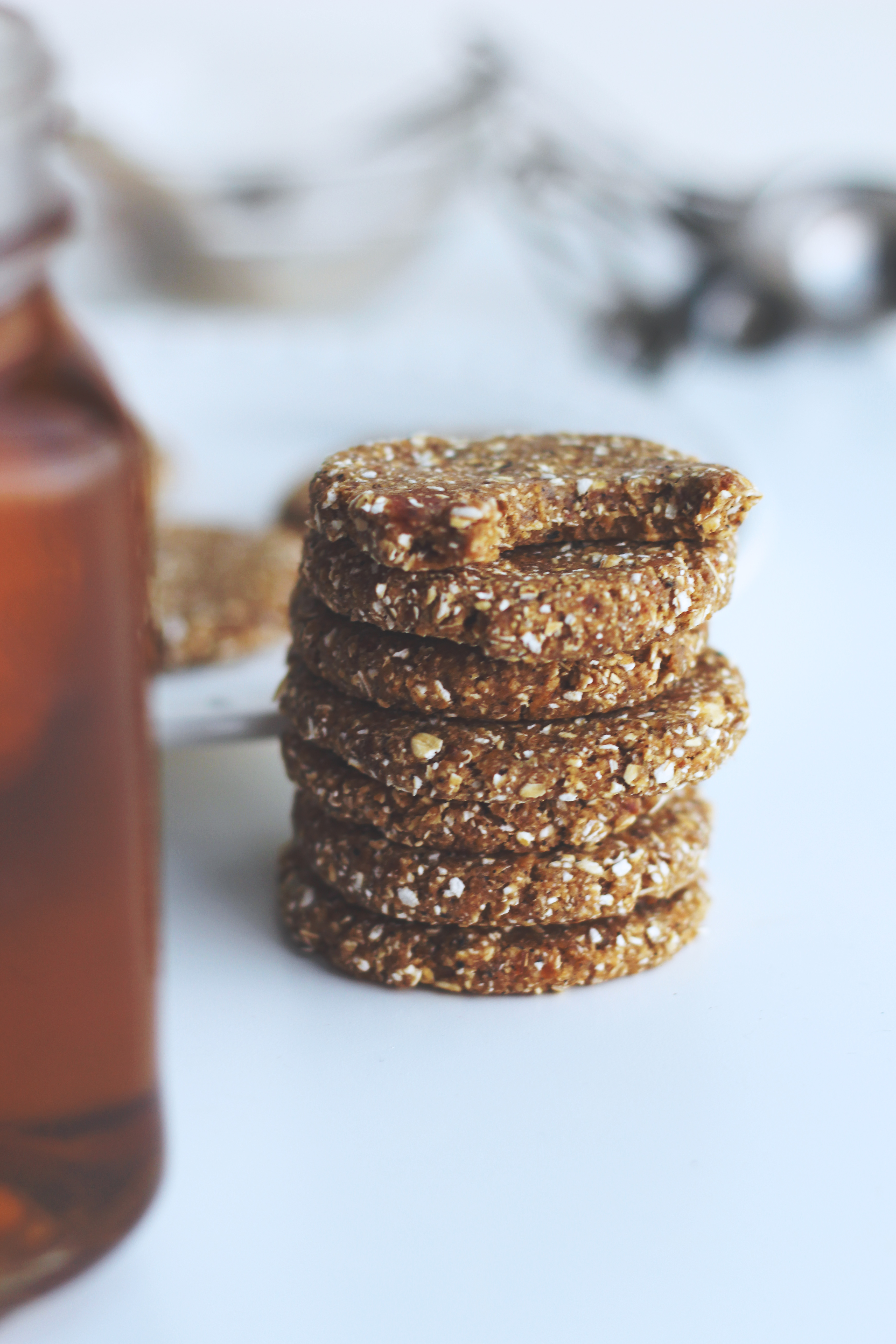 raw chai-spiced cookies // vegan, gluten-free, sugar-free and made with only 3 ingredients!