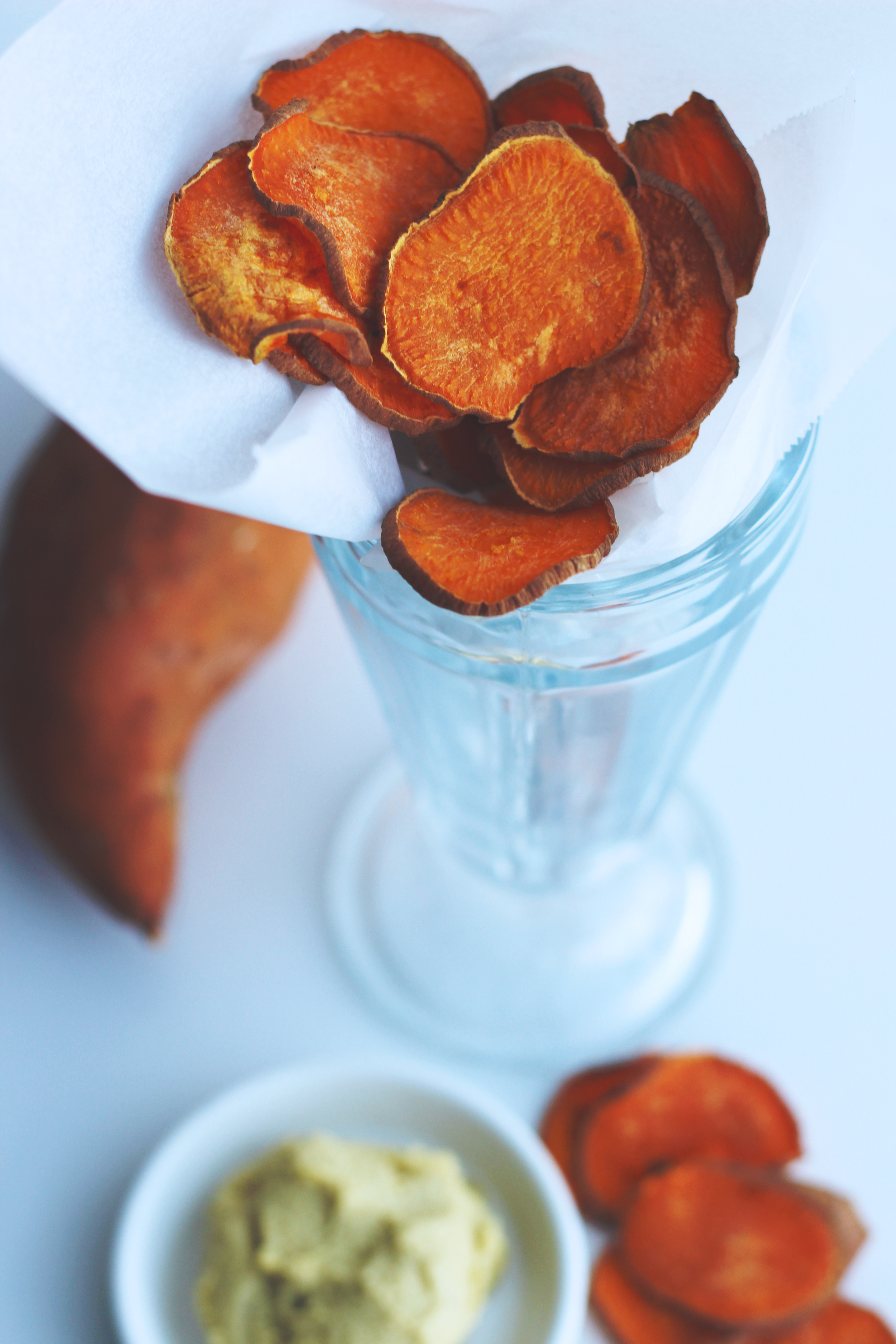 baked sweet potato chips with cashew cheese // vegan, gluten-free, oil-free