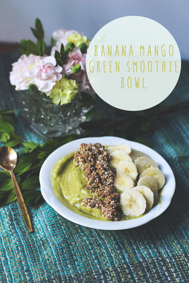 banana mango green smoothie bowl // raw, vegan, gluten-free, sugar-free