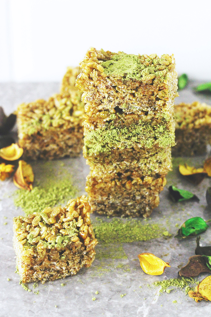 3-ingredient matcha brown rice crispy treats // vegan, gluten-free, refined sugar-free