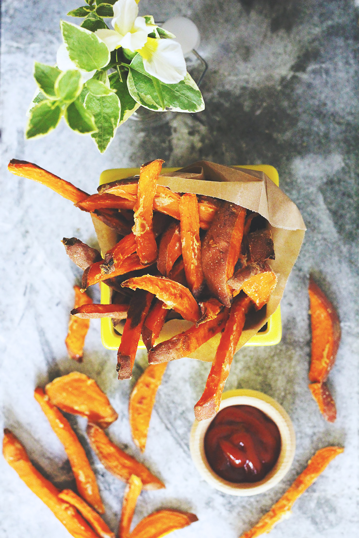 oil-free baked sweet potato fries #vegan
