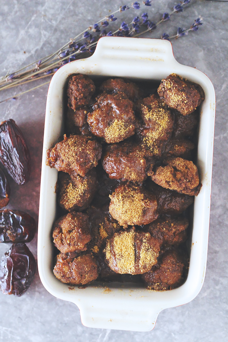 vegan monkey bread with almond butter caramel & cinnamon sugar #vegan #glutenfree #recipe