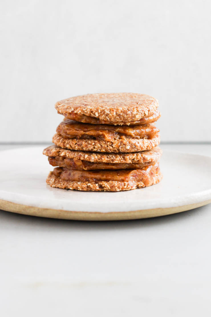 raw vegan salted caramel cookie sandwiches #vegan #glutenfree